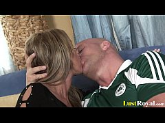 Old mommy Kristina Ross gets penetrated and covered