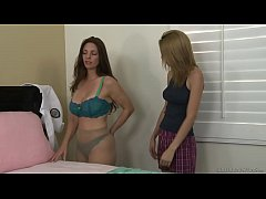 Unexperienced lesbian teen and Mindi Mink