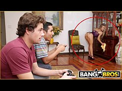 BANGBROS - Bathtime With MILF Stepmom Nicole Aniston & Tyler Nixon