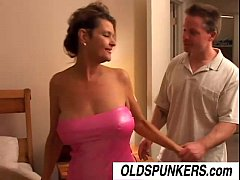 Ravishing Raven is a sexy cougar who love ...