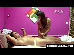 Asain teen (Layla Mynxx) gives a happy ending after massage - Reality Kings
