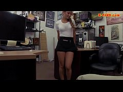 Lovely waitress screwed at the pawnshop