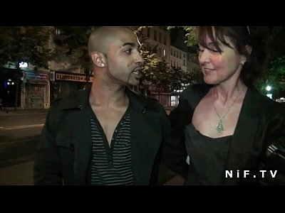 French mature doing a sextape gets banged by a guy from the street
