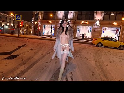 Brunette Flashing Music video: Naked city tour with Jeny Smith