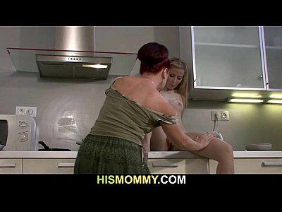 Amateur Cuckold porno: His mom and GF fool around in the kitchen
