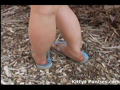 Amateur Flashing video: 18yo Kitty wants you to meet her by the water spigot