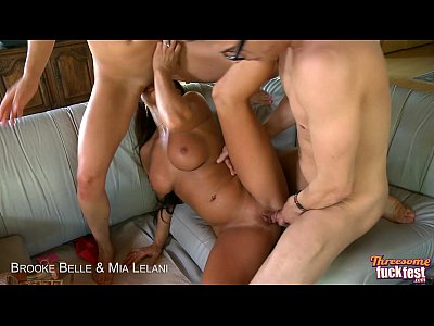 Group Oral Facial video: Sexy Brooke Belle and Mia Lelani share cock in threesome