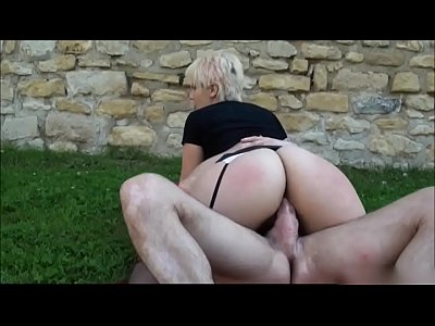 Porno video: BLONDE BIG BOOTY AMATEUR BANGED OUTSIDE