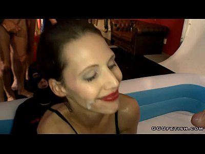 Blowjob Bukkake Cumshot video: Guys full her sexy mouth with sperm and urine