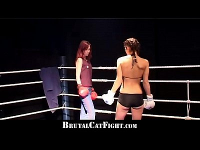 Porno video: Cat fight and hard blowjob in the boxing ring