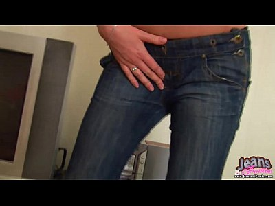 These tight jeans make me want to rub my pussy