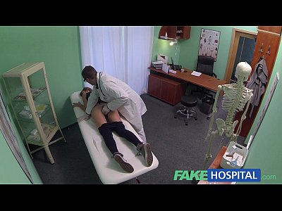 Amateur Voyeur porno: FakeHospital Hot 20s gymnast seduced by doctor and given creampie