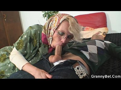 Porno video: Naughty grandma gives up her old cunt
