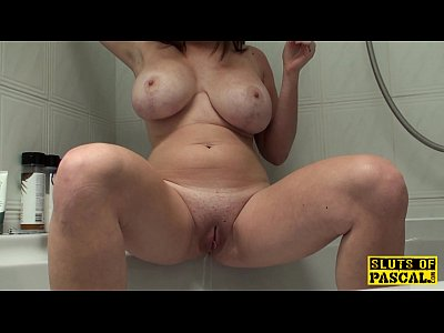 Pissing brit sub emptying her bladder in tub