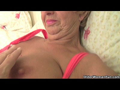Britishmilf Britishmom Englishgranny video: British mum gets fingered by the dirty photographer