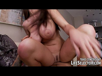 Babe Bigtits Blowjob video: Mismatched luggage leads to sexy surprise...