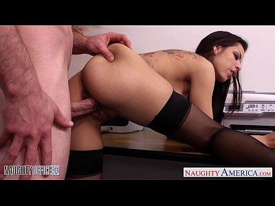 Hardcore Stockings porno: Chesty brunette Yurizan Beltran gets fucked in office