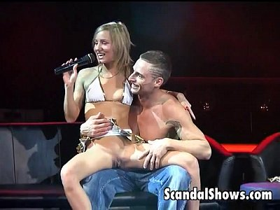 Public Show Live video: Sexy blonde girl get her pussy licked