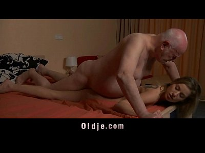 Porno video: Old boss evaluates his young secretary with fuck