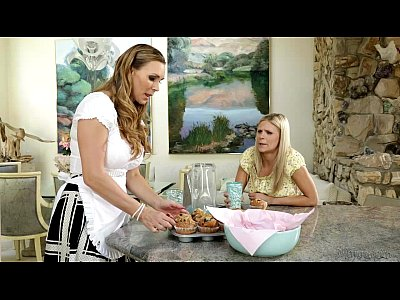 Bigass Bigtits Blonde video: Scarlet Red and Tanya Tate at Mommy's Girl