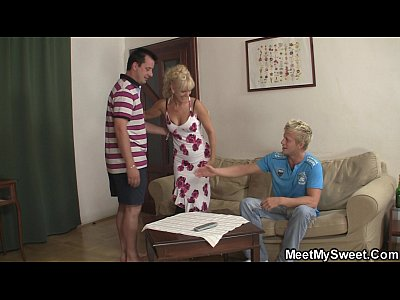 Couplethreesome Familythreesome Maturecoupleandteen video: Family threesome with his parents