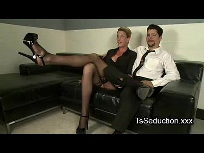 Tranny and guy sucking to each other