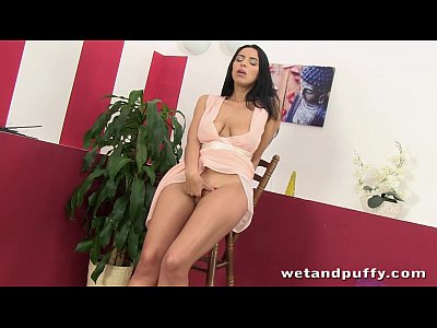 Toys Brunette Solo video: Big boobed brunette stretches