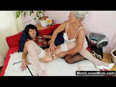 Cougar Grandma Granny video: Shaggy oma licks attractive milf in lesbian action