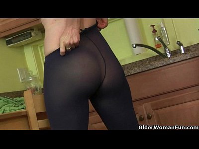 Milf Mature Kitchen video: Mom rather masturbates than clean up the kitchen