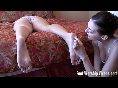 Porno video: Lesbian Girl Girl Foot Worship