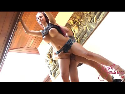 Amateursex Bigboobs Bigtits video: Teeny besticht Dachdecker
