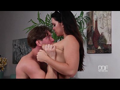 Bikini Curvy Fuck video: Neighbor boy Spell fucks and Stuns Big Titty Beauty