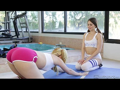 Porno video: Teen Lesbians Samantha Rone and Riley Reid