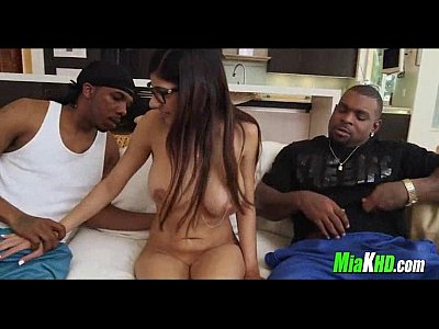 Interracial 3some Pounding Mia Khalifa