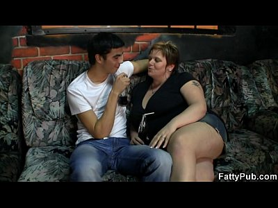 Bbw Bigass Bigboobs video: He screws fat chick in the pub