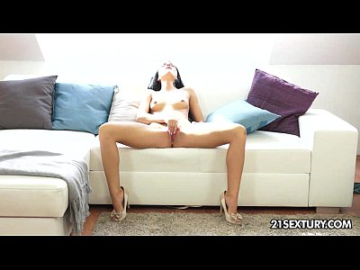 Beautiful Sapphire plays with her wet pussy