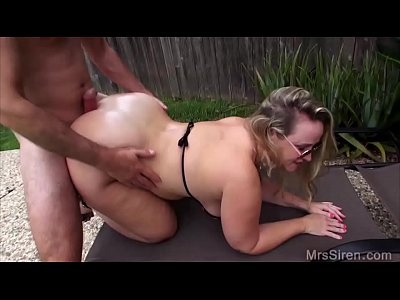 Milf Chubby xxx: Wife Fucks Her Boytoy by the Pool