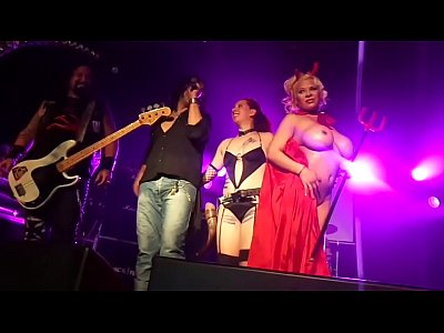 Bigtits Live Stage video: Un Bar en el Infierno - Asbury Live Club - xntnx.com