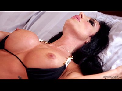 Fingering Licking Kissing video: Step-Mommy Jaclyn Taylor and Jade Nile