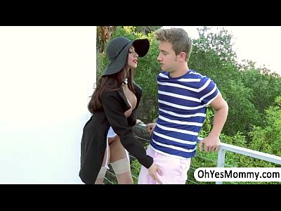 Ariella Blowjob Del video: MILF Ariella gives a sexual entertainment to Angels boyfriend