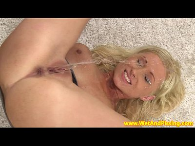 Goldenshower Pee Piss video: Beautiful pissdrinking blonde with great tits