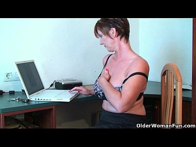 British Milf Mature video: British housewives need their orgasm