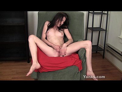 Beautiful Brunette Clit video: Beauty Amateur Chloe Finger Her Pussy
