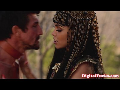 Bj Blowjob Brunette video: Gorgeous egyptian queen hoovering cock