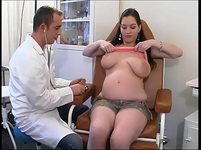 Perverse gynaecologist tastes the patient's pussy