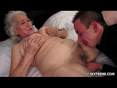 grand mere tres salope preparing for anal sex