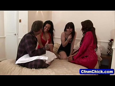 Porno video: Cfnm chicks ridicule dick