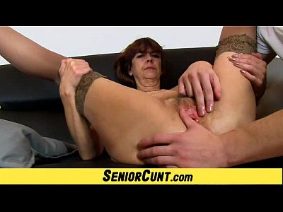 Fingering Pussy Cunt video: Grandma Lada a zoomed old hairy vagina fingering
