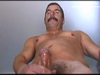 Daddy musclebear blowing his cum and showing his butt