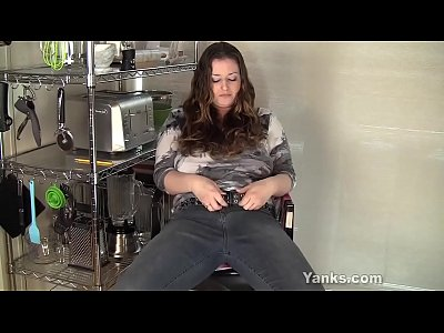 Yanks BBW Jessica Gains Plays With Her Clit